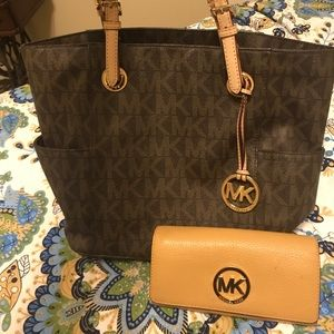 Michael Kors Classic tote and wallet
